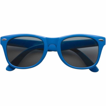 Classic plastic fashion sunglasses wi...